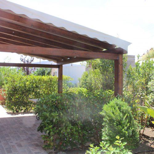 Giardino privato con veranda