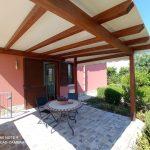 Giardino privato con tettoia